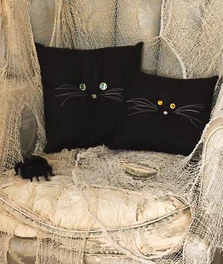 Halloween-Crafts-Black-Cat-Pillows_full_article_vertical